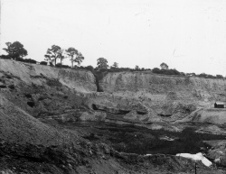 image1_Doultons_ClayHole_1926.JPG